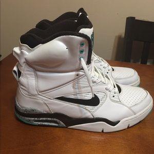 menta Moviente Practicar senderismo  Nike Shoes   Air Command Force 8 David Robinson Spurs   Poshmark
